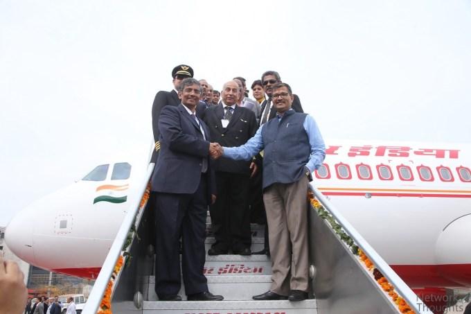 Mr.Ashwani-Lohani-and-Mr.Srinivasan-Dwarakanath_Airbuscopyright_.jpg